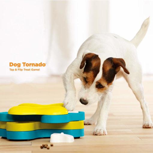 Denkspelletjes hond Dog Tornado 4 lagen die kunnen draaien met 3 botjes waar je lekkers onder kan verstoppen.