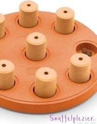 Dog smart van nina ottosson gemaakt van composite in de kleur oranje met 9 pionnen